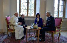 Les joyeusetés de l'œcuménisme : le pape humilié