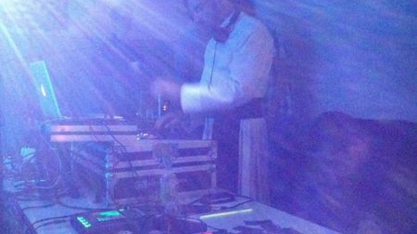 A Cambrai, un prêtre «dj» fête Pâques avec de la musique électro