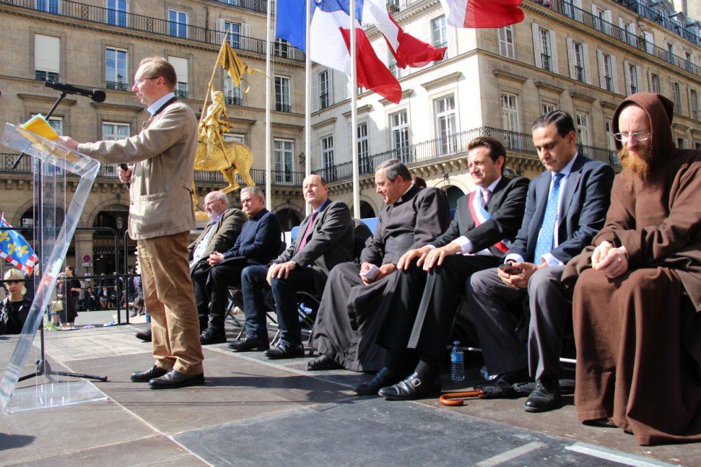 Le programme de Civitas rappelé par Alain Escada devant la statue de sainte Jeanne d'Arc