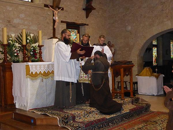 L'abbé David Aldalur, ex-prieur-doyen d'Aquitaine de la FSSPX, et Alexis deviennent Père Benoît Régis et Honorat Marie