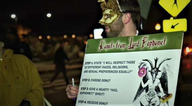 Etats-Unis : des satanistes perturbent une veillée de Noël