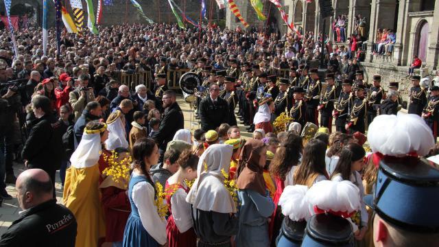 Le Royaume-uni prétend récupérer l'anneau de Jeanne d'Arc présenté en grande pompe au Puy du Fou ce dimanche – Vidéos