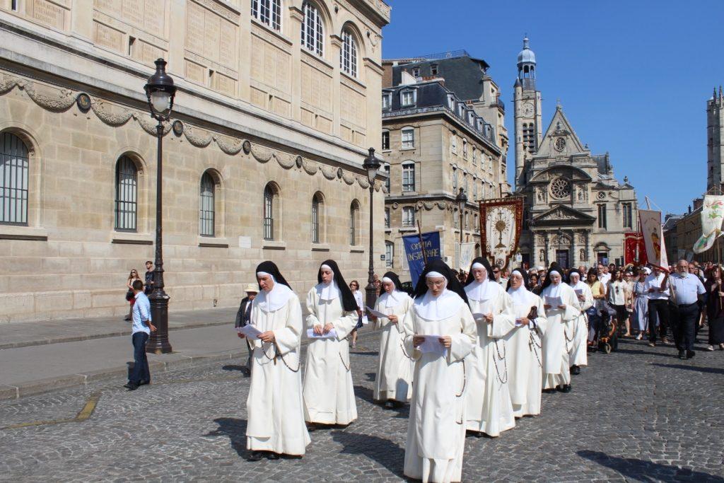 Fête de l'Assomption : procession du 15 août à Paris