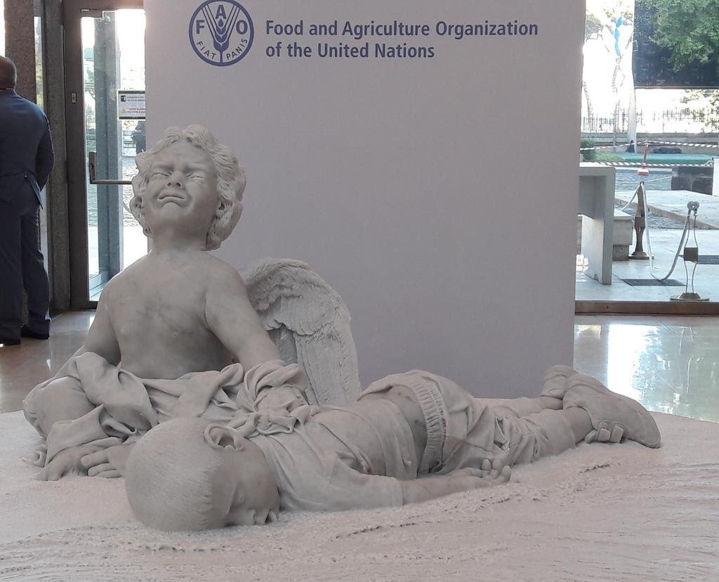 Devinez que représente la statue offerte par le pape à l'ONU