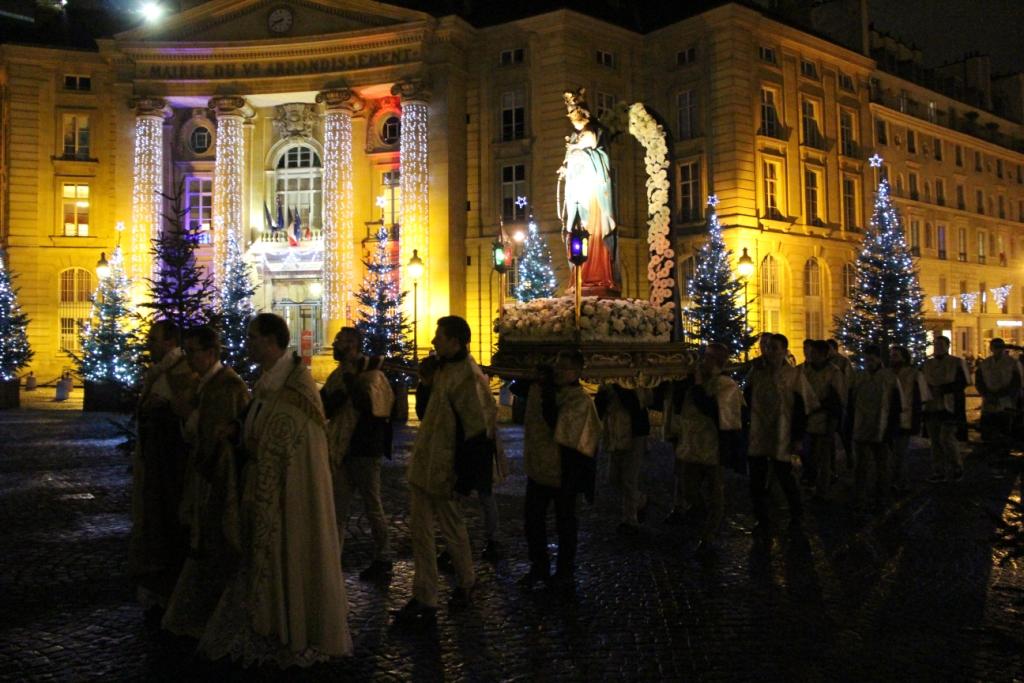 Reportage photos – Paris, procession aux flambeaux en l'honneur de l'Immaculée Conception