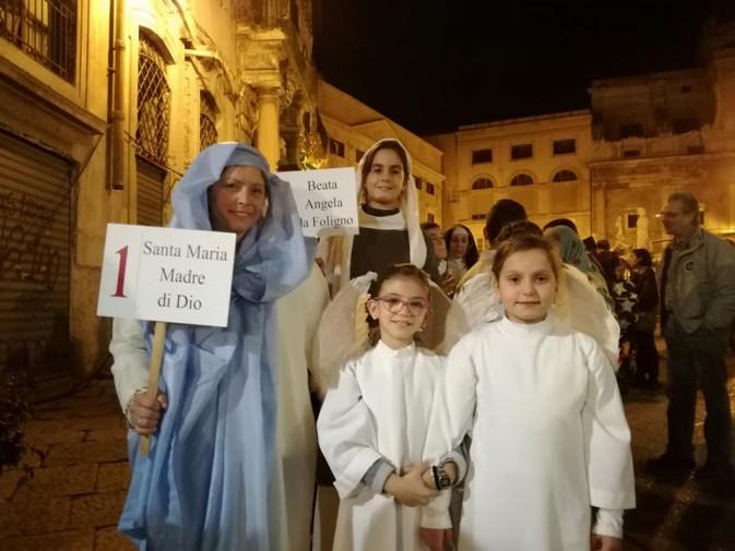 En Sicile, défilé des Saints vs Halloween