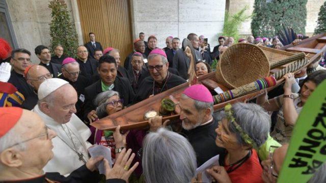 Synode sur l'Amazonie avec la déesse païenne Pacha Mama | medias ...
