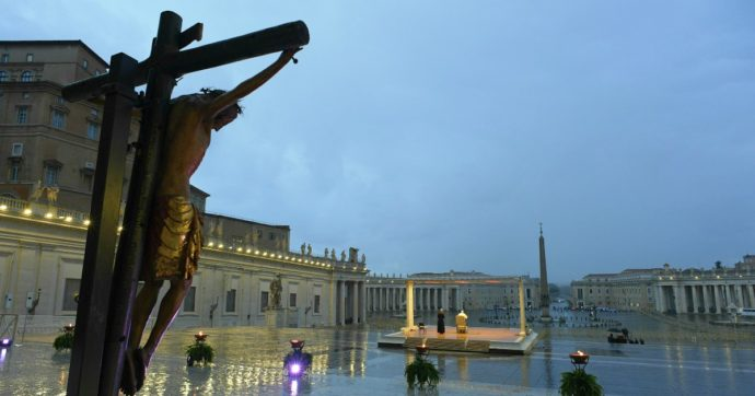 Le crucifix miraculeux de saint Marcel abîmé après la prière œcuménique du pape François