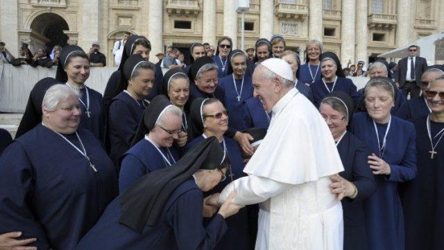 News au 15 avril 2020 Pape-francois-femme-640x360