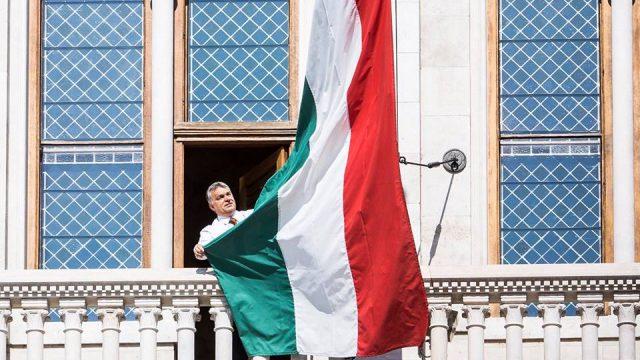 News au 10 mai 2020 Orban-drapeau-hongrois-640x360