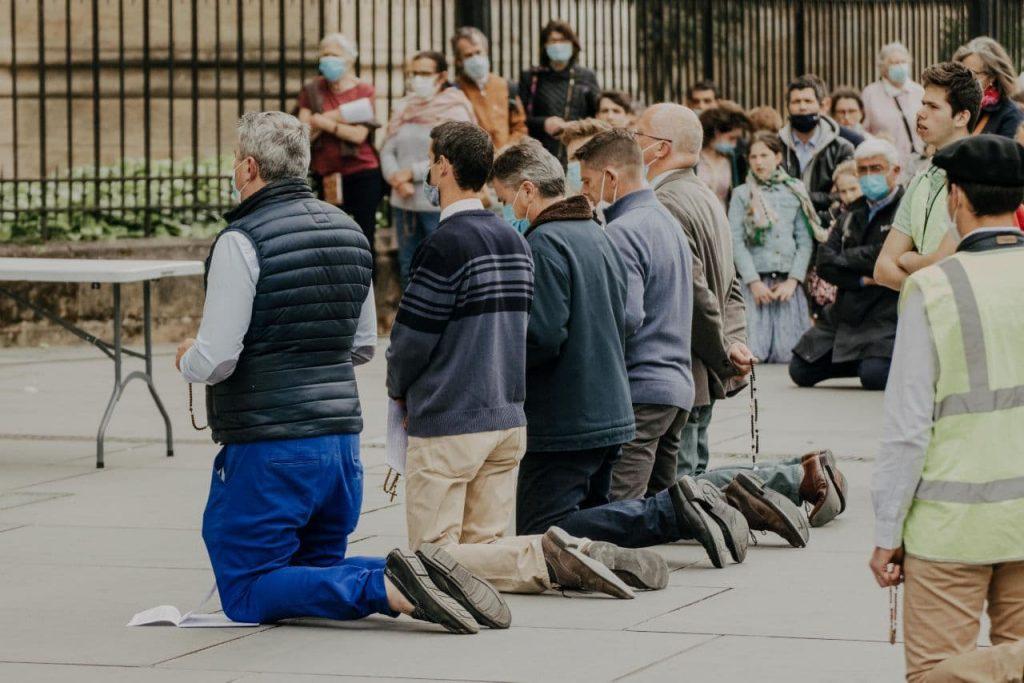 A Bordeaux, 250 personnes ont prié pour la France et réaffirmé les droits de Dieu sur notre Patrie