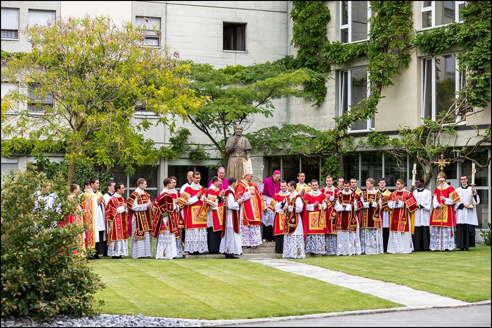 Ordinations sacerdotales et diaconales à Ecône (FSSPX), jeudi 1er juillet 2021