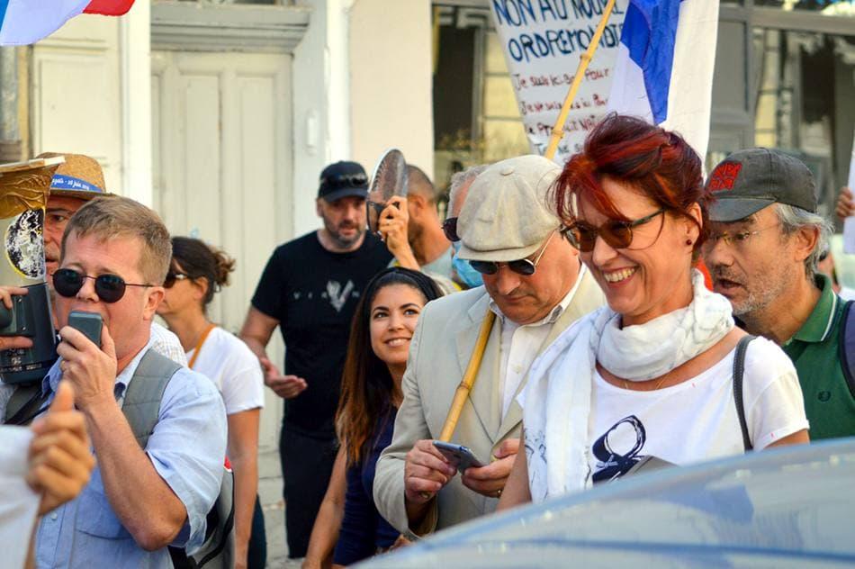 Avignon contre la dictature sanitaire, avec les pompiers du Vaucluse et Valérie Laupies