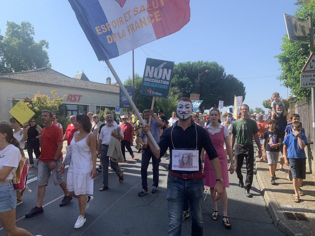 A Bergerac, la foule grossit de semaine en semaine pour dire NON au passe sanitaire et au vaccin obligatoire