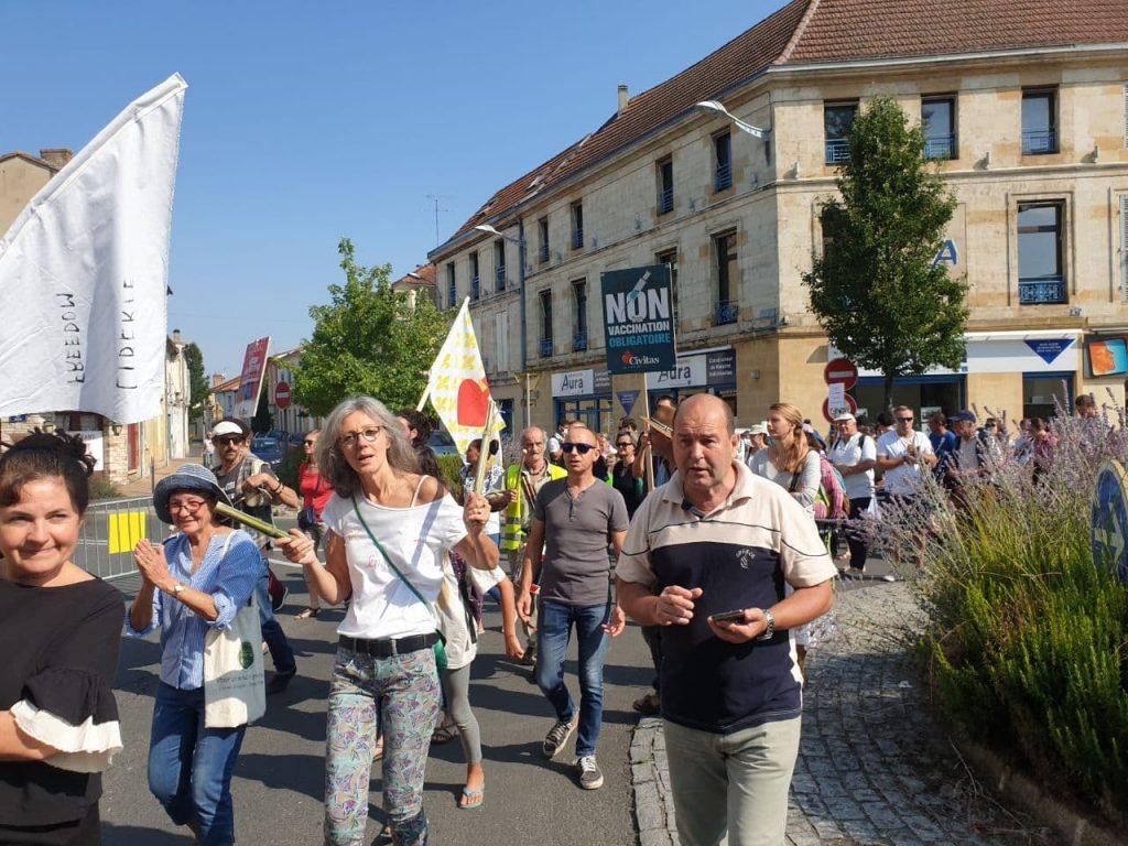 Bergerac maintient une forte mobilisation contre le passe sanitaire et la vaccination obligatoire, avec Civitas toujours en force