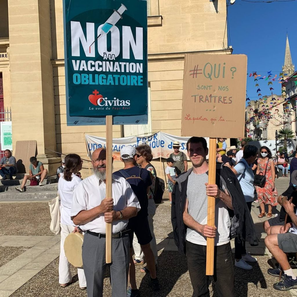Reportage en photos à Bergerac dans la manifestation contre le passe sanitaire et la vaccination obligatoire