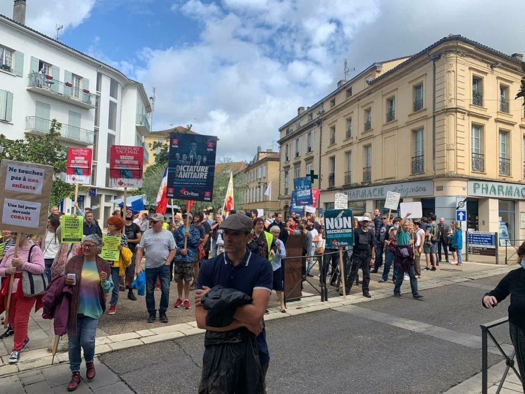 Le Renseignement territorial souligne la forte présence de Civitas parmi la foule hétérogène des manifestations contre le passe sanitaire