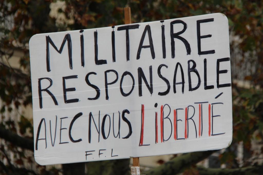 Florilège de pancartes à Paris contre la dictature sanitaire