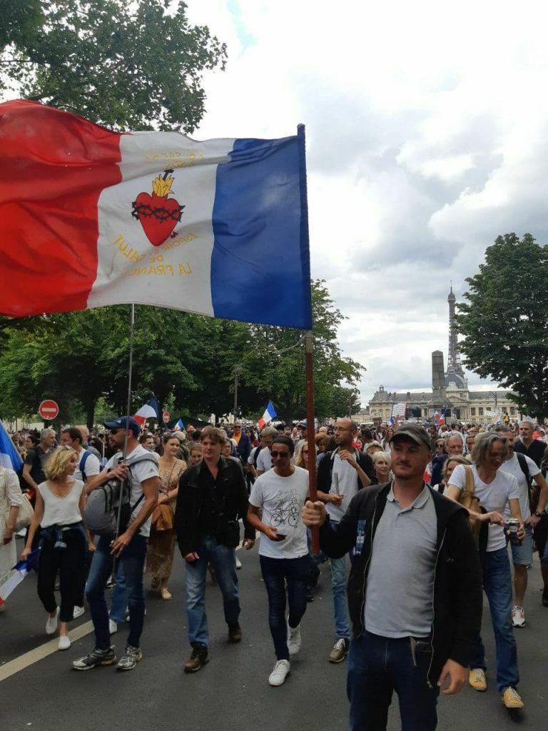 Enorme mobilisation partout en France pour les manifestations contre la dictature sanitaire et importante présence de Civitas