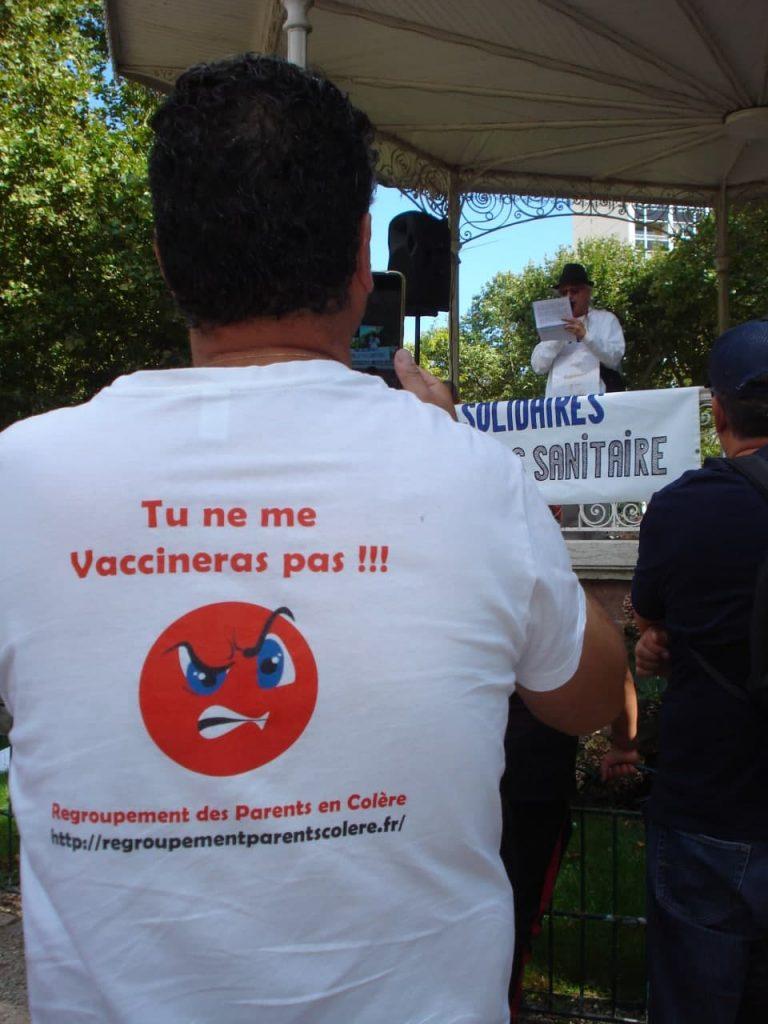 Reportage en photos à Roanne dans la manifestation contre le passe sanitaire et la vaccination obligatoire