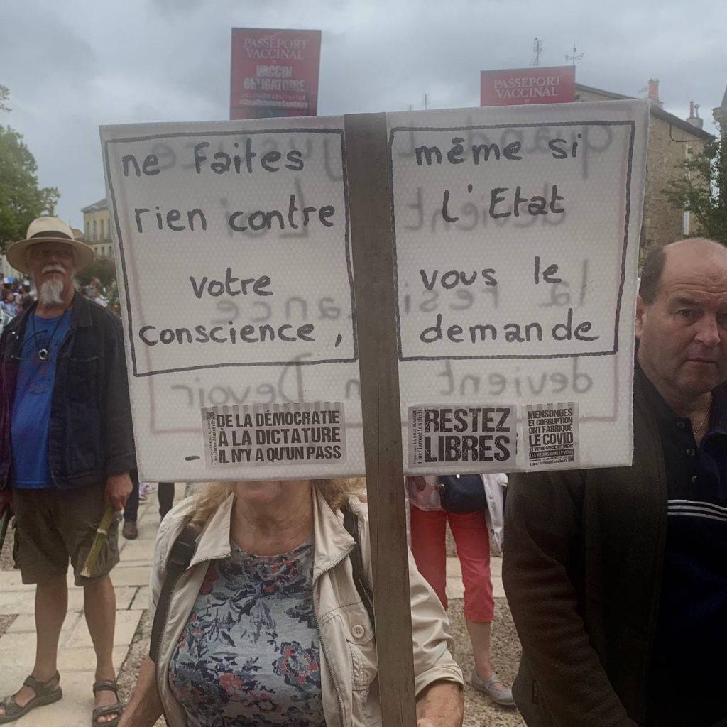 """Bergerac contre le passe sanitaire, avec Civitas """"censuré"""" mais toujours très visible"""