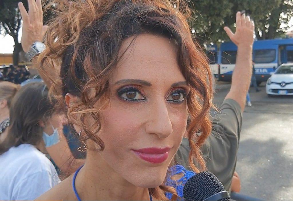 La jolie commissaire-adjointe qui appelle les policiers italiens à refuser de contrôler le passeport sanitaire