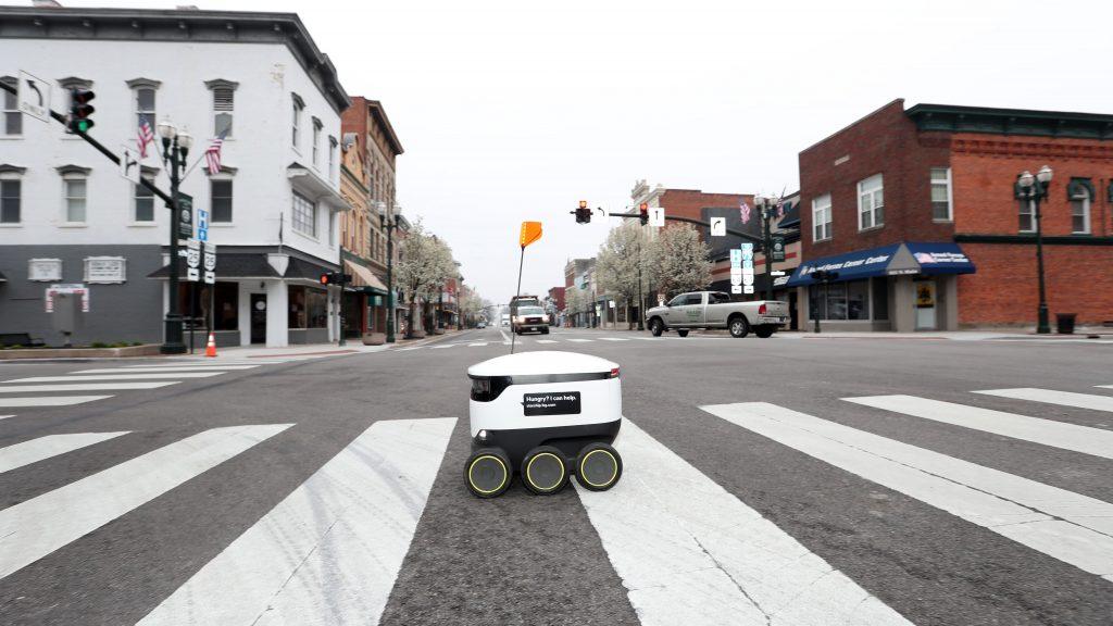 Le Royaume-Uni remplace ses livreurs par des robots. La «société sans contact» est en marche !